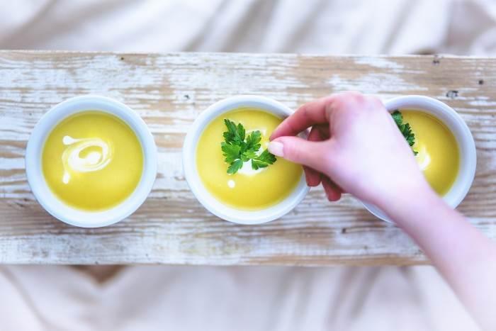 מרק מוקרם של אפונה, ברוקולי וכרובית